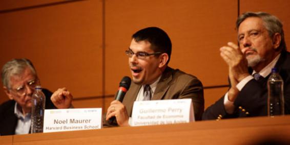 Miguel Urrutia, Noel Maurer y Guillermo Perry