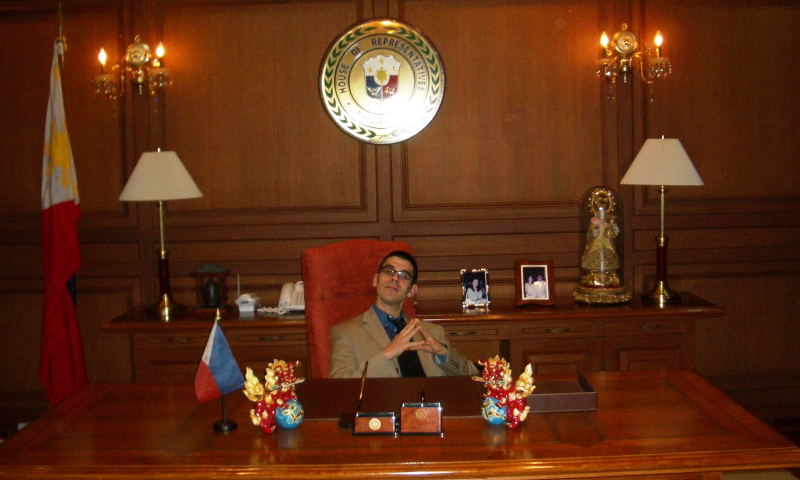 Non-reverse colonization -- an American in the Speaker's office in Manila