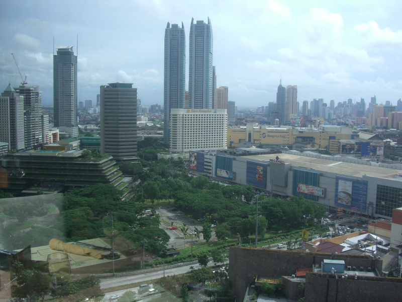 Trump Tower Manila is going up somewhere on the right side of this 2009 picture from Discovery Suites in Pasig City