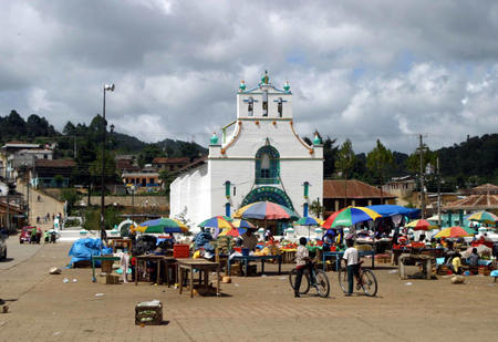 San_juan_chamula_church_and_market
